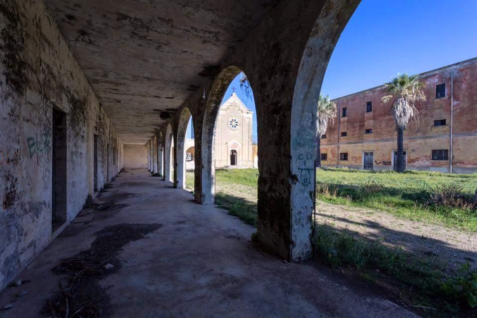 Da comunità operose a borghi fantasma